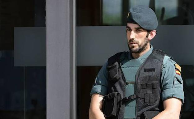 Un agente de la Guardia Civil. /Afp