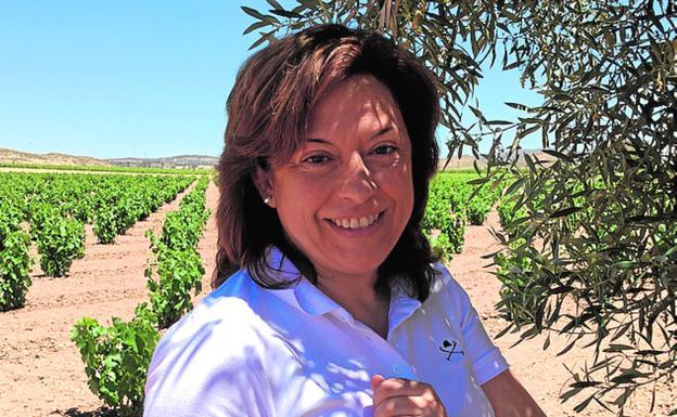 Elisa Martínez con su vino Evol. /E. M.