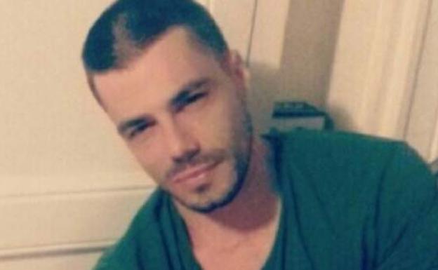 Se busca a un hombre experto en seducir mujeres para robarles