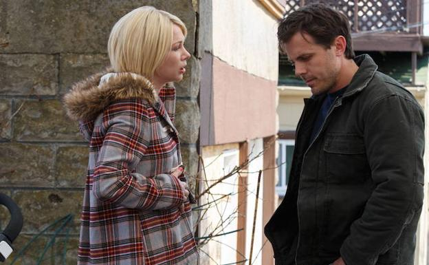 Michelle Williams y Casey Affleck, en una escena de 'Manchester desde el mar'.