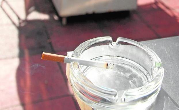 Caen Las Multas Por Fumar En Bares Pero Crecen Por Vender
