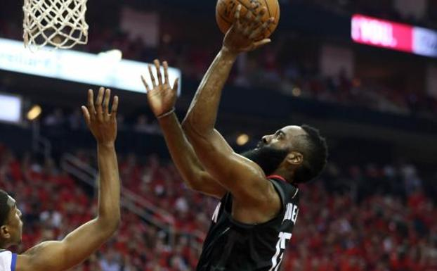 Harden lidera a Houston para empatar la serie ante los Warriors