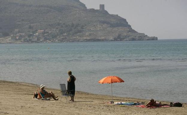 c61644e61013c Tres playas corren el riesgo de perder sus banderas azules por ...