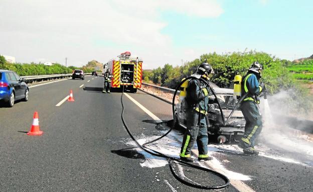 Un Incendio Calcina Un Coche En La Autovia A 30 La Verdad