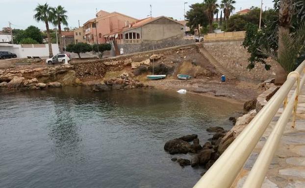 Aparece el cadáver de una mujer flotando en una cala de Isla Plana
