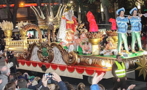 Carrozas De Reyes Magos Fotos.La Cabalgata De Reyes Llena De Ilusion Y Fantasia Las Calles
