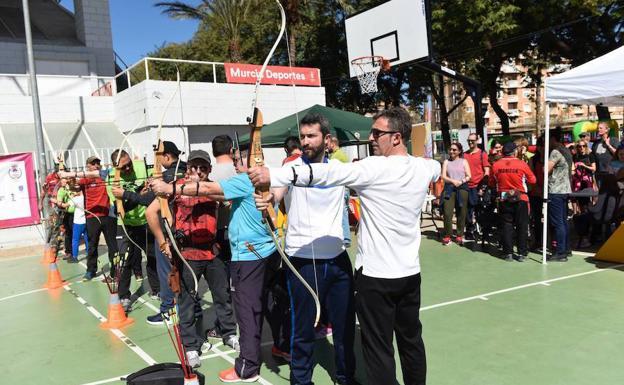 La cuarta edición de la Fiesta del Deporte llena los pabellones de ...