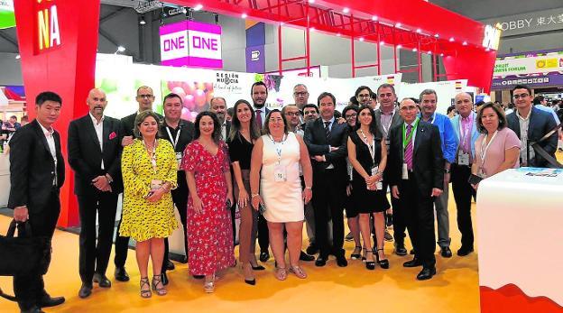 La delegación murciana que ha participado en la feria Asia Fruit Logistica de Hong Kong. / apoexpa