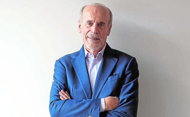 Eugenio Galdón posa en su despacho de Multitel, en Madrid.