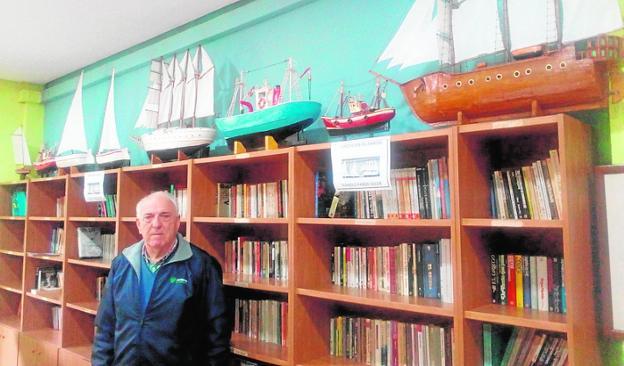 Una muestra de barcos de madera en la biblioteca de San Pedro