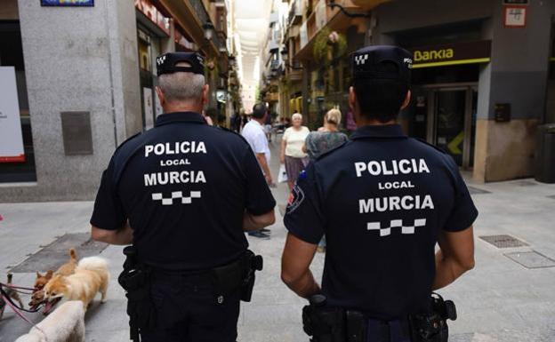 Detenido un hombre de 28 años por quemar contenedores en la pedanía murciana de Patiño