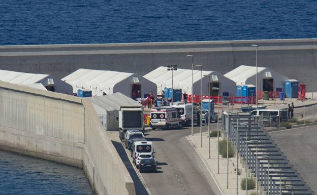 Tents installed by the Red Cross in the port of Escombreras to welcome immigrants upon arrival in Cartagena.
