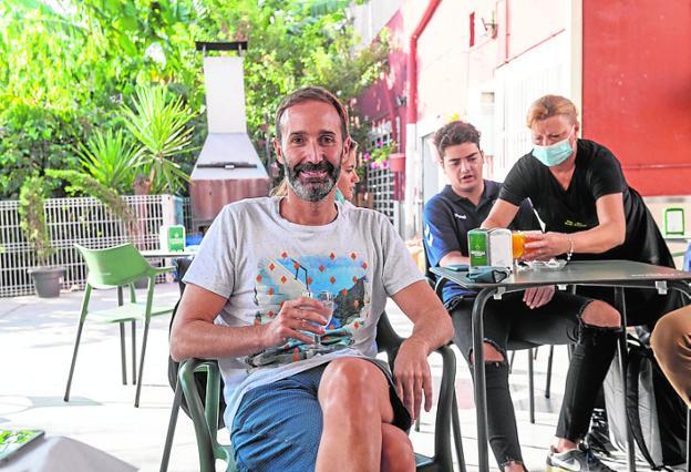Sito Alonso, durante el desayuno que compartió ayer con periodistas en Casa Tomasa.