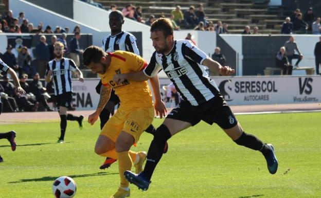 El encuentro de 2019 que enfrentó al UCAM contra el linense en el estadio Municipal de La Línea.