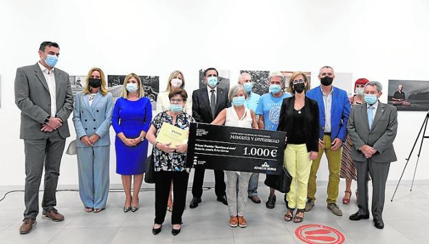 Los premiados en la exposición 'Mayores y Diversidad', ayer. / AYTO.