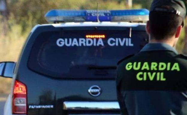 Un agente de la Guardia Civil, en una imagen de archivo./LV