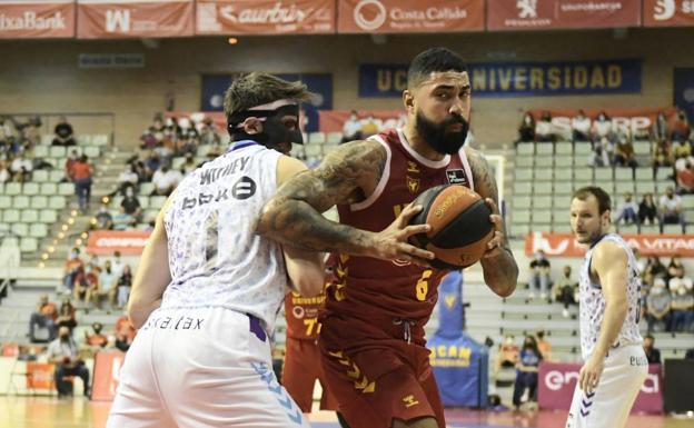 El UCAM CB durante su partido contra el Bilbao Basket.