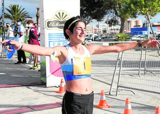 Tania Salamanca, tras batir el récord regional.