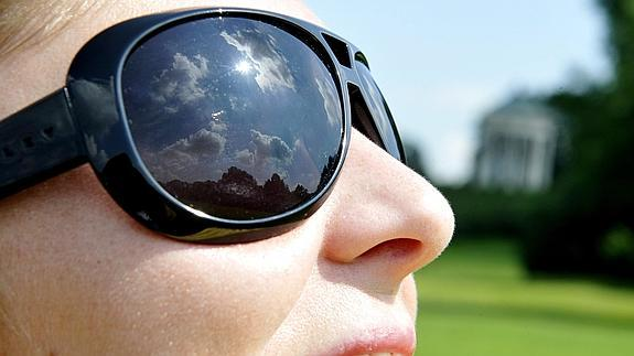 b30de08735 Cinco razones para usar gafas de sol que bloqueen la radiación   La ...